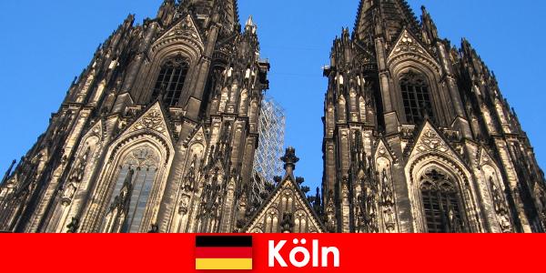 有孩子的德国家庭度假者喜欢去科隆市旅游