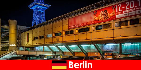 体验柏林夜生活与泡芙妓院和高贵的护送模型