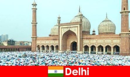 德里是印度北部的一座大都市,以世界著名的穆斯林建筑为特征