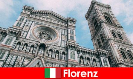 佛罗伦萨拥有许多艺术历史主要城市,吸引着来自世界各地的游客