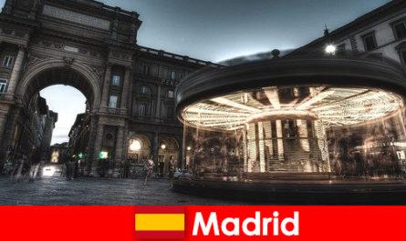 马德里以其咖啡馆和街头小贩而闻名, 城市休息是值得的