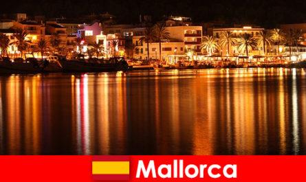 马略卡岛夜生活与漂亮的女人从色情场景