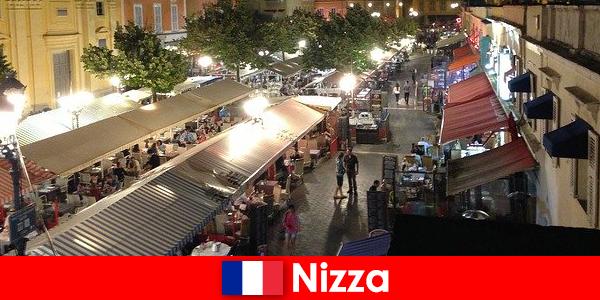 尼斯为外国人提供舒适的餐厅和美食的夜生活