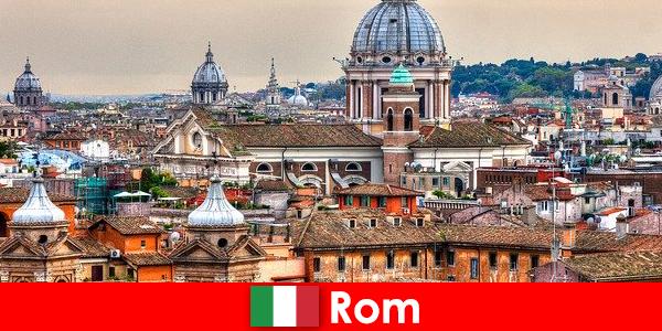 罗马大都会,有许多教堂和教堂,是外国人的联络点