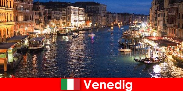 威尼斯是一座拥有贡多拉斯及其众多艺术珍品的城市