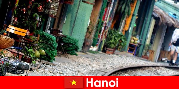 河内是越南迷人的首都,街道狭窄,有轨电车