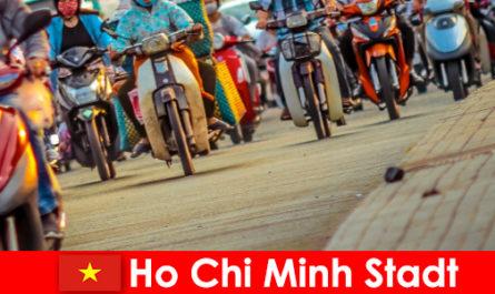 胡志明市为骑自行车的人和体育迷游客总是一个乐趣