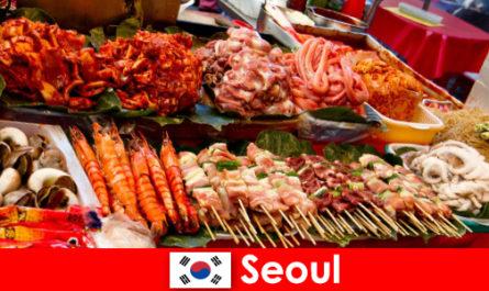 首尔也以其美味和创造性的街头美食在游客中闻名