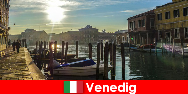 游客近距离漫步体验威尼斯的历史