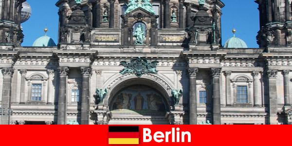 柏林尽管科维德 19 吸引来自世界各地的新游客