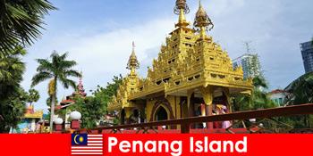 在槟城岛的寺庙建筑群中体验外国游客的顶级体验