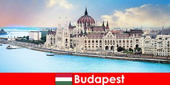 布达佩斯美丽的城市,游客有很多景点