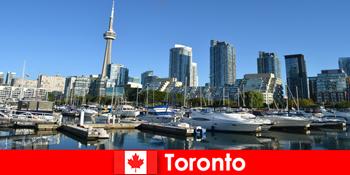 加拿大多伦多是一个现代化的大都市,海边非常受城市游客的欢迎