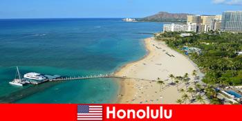 海边休闲游客的典型目的地是美国火奴鲁鲁