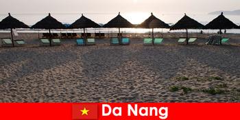 大港越南的度假者在美丽的沙滩上的豪华度假村