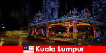 马来西亚吉隆坡让游客深入了解古老的石灰岩洞穴