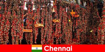 寺庙里的声音和本地舞蹈等待着印度钦奈的陌生人