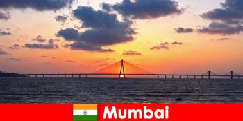 亚洲游客对印度孟买的现代性和传统充满热情