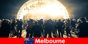 陌生人每年参加澳大利亚墨尔本的免费露天音乐会