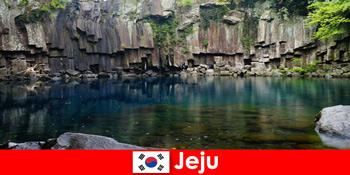 前往韩国济州岛美丽的火山景观的异国长跑之旅