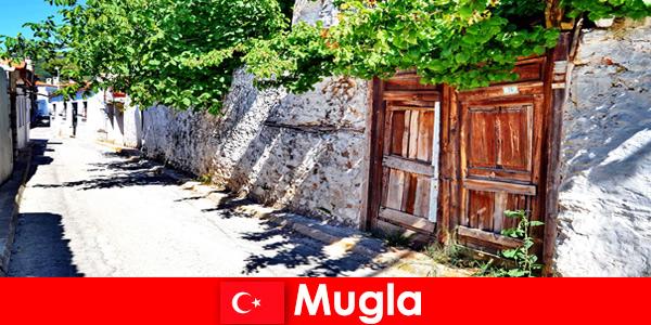 风景如画的村庄和热情好客的当地人欢迎游客到穆格拉土耳其