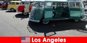 外国人在美国洛杉矶租便宜的汽车进行探索性旅行