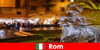 巴士之旅每周客人通过美妙的城市罗马意大利