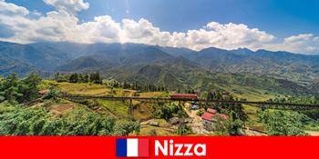 乘火车穿越尼斯法国腹地的村庄和山脉