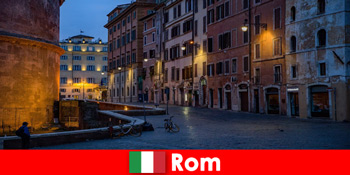 秋季前往意大利罗马最美丽的景点的游客短途旅行
