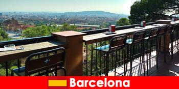 纯粹的大城市风情,为游客到巴塞罗那西班牙酒吧,餐厅和艺术场景