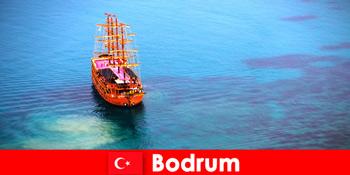 在美丽的博德鲁姆土耳其与朋友的会员俱乐部之旅