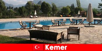 廉价航班,酒店和租金到凯默土耳其暑假与家人